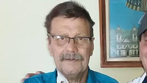 #Pracegover Na foto, o ex-vereador Moises está com uma camisa azul clara, usa óculos de grau e tem bigode
