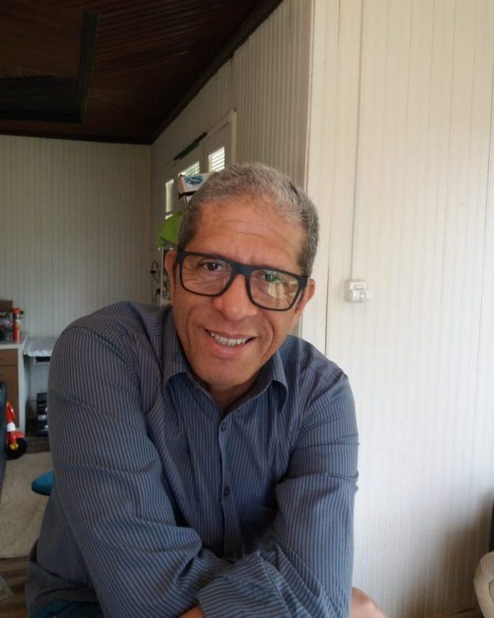 #Pracegover Na foto, Luiz Henrique aparece sorrindo