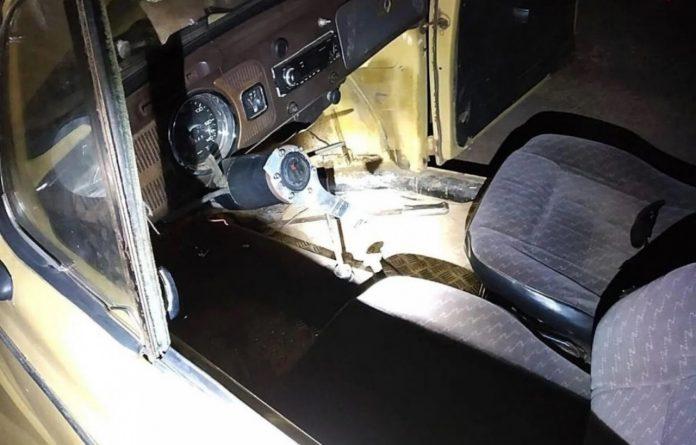 #pracegover Na foto o painel do fusca flagrado sem o volante