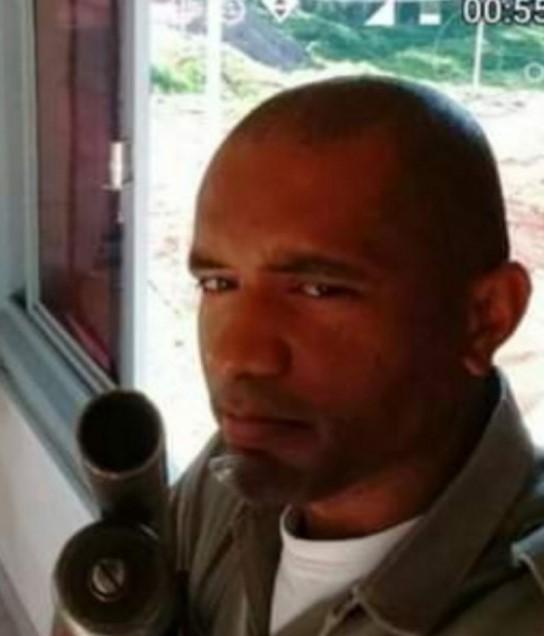 #Pracegover Foto: na imagem há um homem fardado