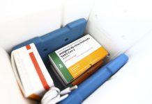 #Pracegover Foto: na imagem há uma caixa de vacina