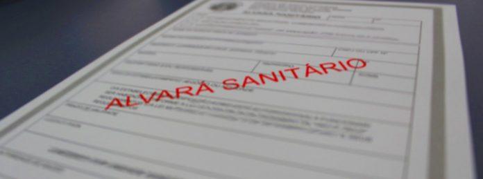 #Pracegover Foto: na imagem há uma folha descrita Alvará Sanitário