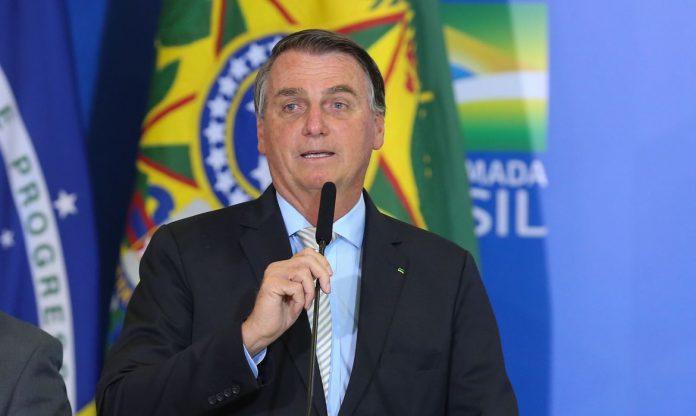 #pracegover Na foto, Bolsonaro aparece durante discurso