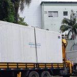 #Pracegover Foto: na imagem há um contêiner em um caminhão