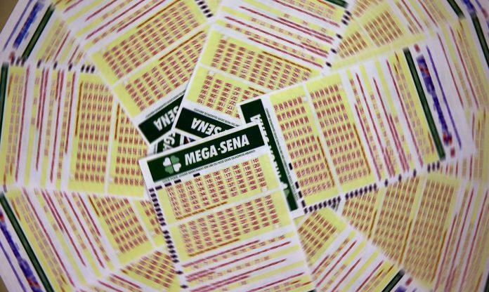 #Pracegover Foto: na imagem há volantes da Mega-Sena