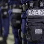 #pracegover Na foto, vários guardas municipais em fila