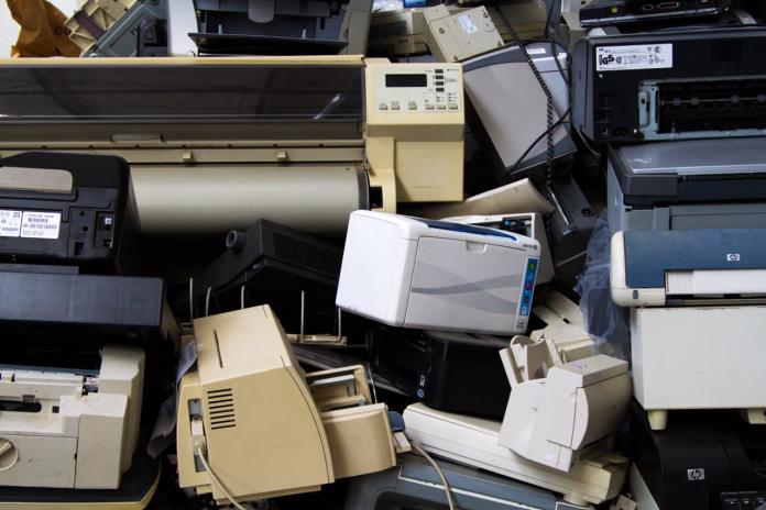 #Pracegover Foto: na imagem há lixo eletrônico