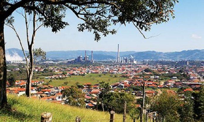 #Pracegover Na foto, imagem panorâmica de Capivari de Baixo