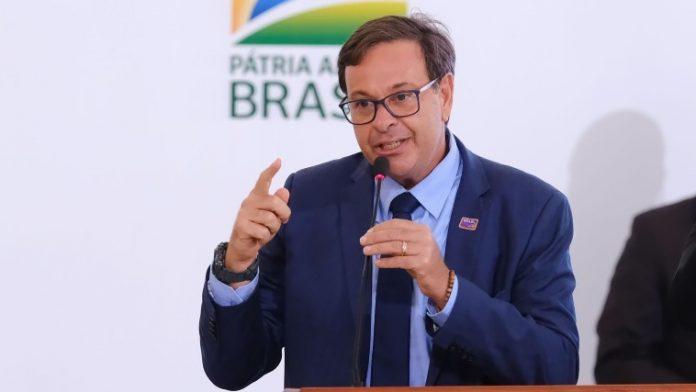 #Pracegover Na foto, Gilson Machado aparece durante discurso