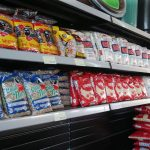 #Pracegover Foto: na imagem há prateleiras com alimentos