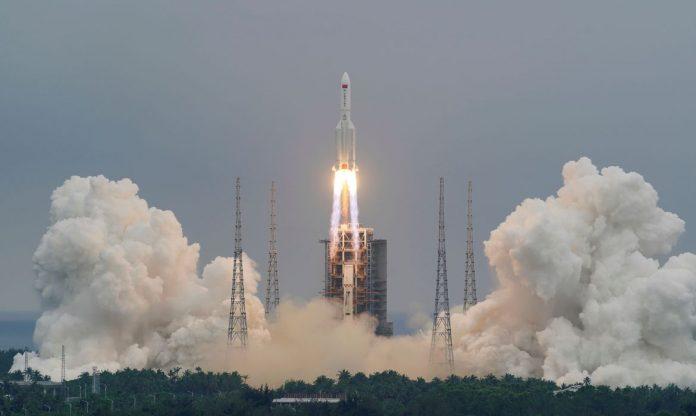 #Pracegover Foto: na imagem há um foguete