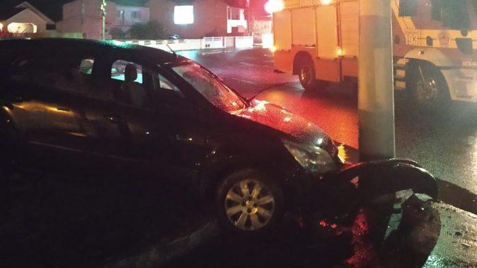 #Pracegover Na foto, carro com a frente destruída