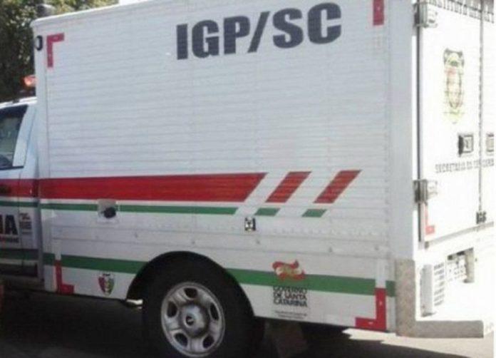 #Pracegover Foto: na imagem há um veículo de um órgão oficial de SC