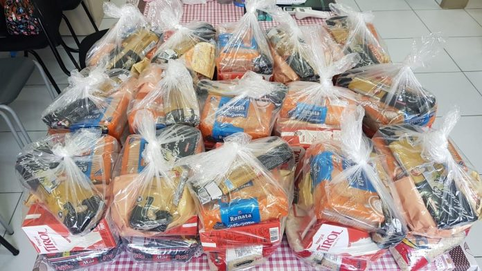 #Pracegover Foto: na imagem há kits de alimentação
