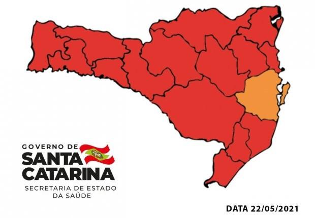 #Pracegover Na foto, mapa de Santa Catarina demarcado em vermelho e amarelo