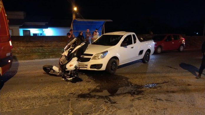 #Pracegover Na foto, carro e moto destruídos após colisão