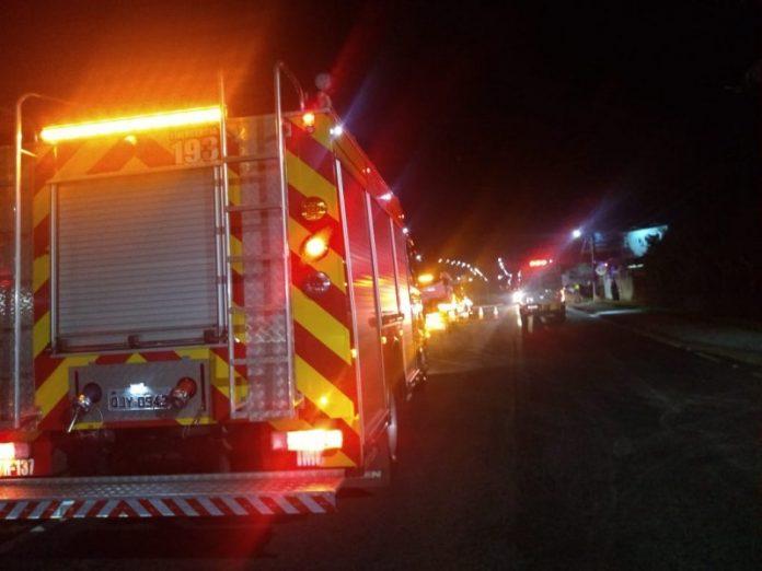 #Pracegover Foto: na imagem há um veículo do Corpo de Bombeiros e uma via