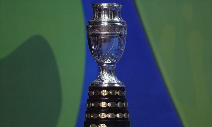 #Pracegover Na foto, Troféu da Copa América
