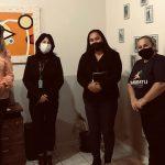 #Pracegover Mulheres em pé posando para foto