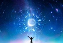 #Pracegover Na foto, ilustração de signos do zodíaco e uma pessoa com braços abertos