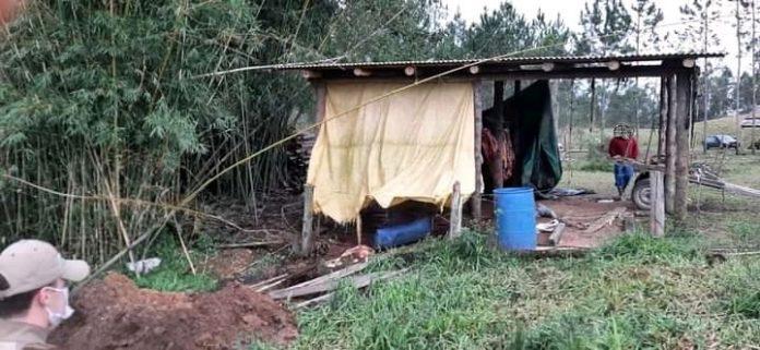 #Pracegover Na foto, estrutura coberta com lona