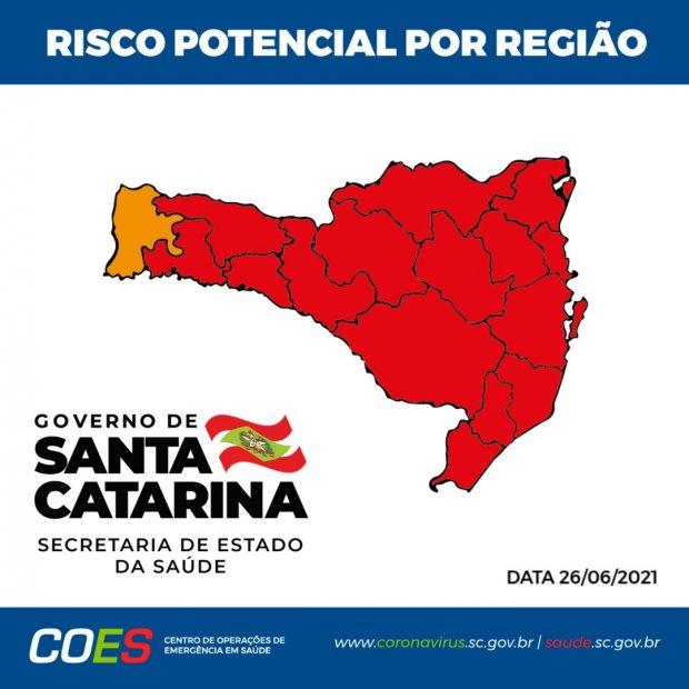 #Pracegover Foto: na imagem há o mapa de Santa Catarina nas cores vermelha e laranja