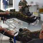 #Pracegover Na foto, militares durante doação de sangue