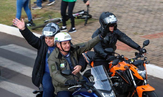 #Pracegover Foto: na imagem há homens de moto