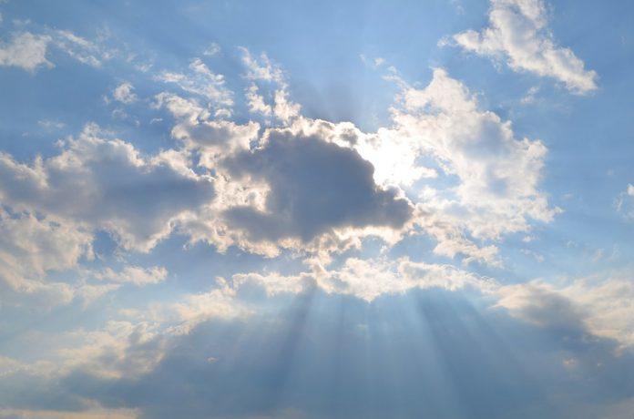 #Pracegover Na foto, sol e nuvens