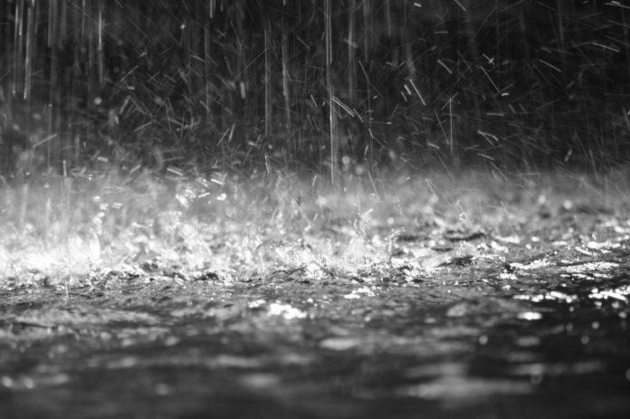 #Pracegover Na foto, chuva intensa acumulada