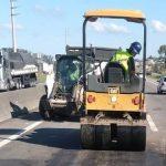 #Pracegover Na foto, máquinas trabalhando na rodovia
