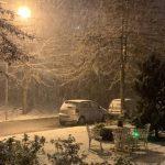 #Pracegover Na foto, neve caindo em grande quantidade