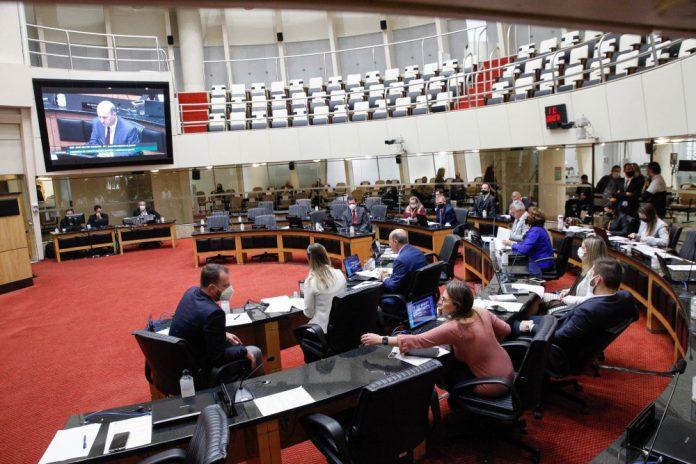 #Pracegover Na foto, deputados em plenário