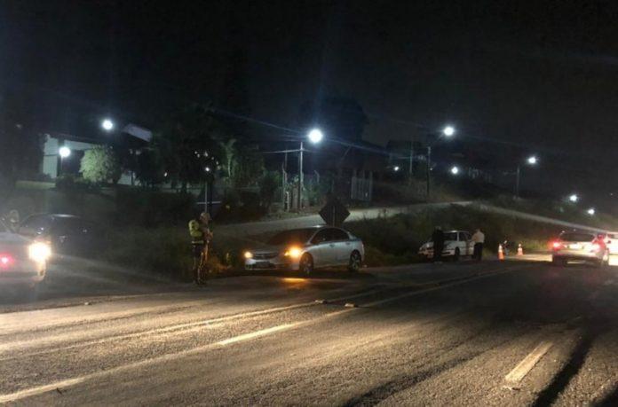 #Pracegover Foto: na imagem há uma via e carros