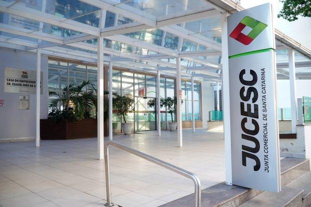 #Pracegover Foto: na imagem há o prédio da Jucesc