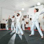 #Pracegover Foto: na imagem há diversas pessoas treinando