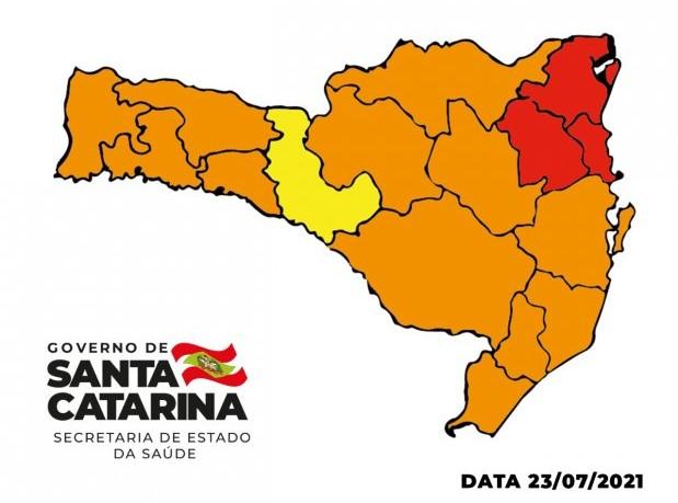 #Pracegover Na foto, mapa de Santa Catarina demarcado pelas cores vermelho, amarelo e laranja