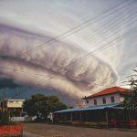 #Pracegover Na foto, nuvem carregada anunciando a chegada de um temporal