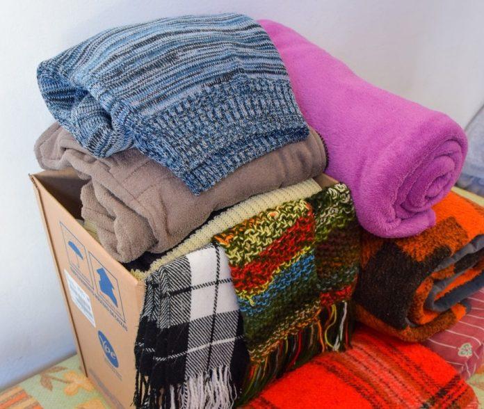 #Pracegover Na foto, caixa com cobertores