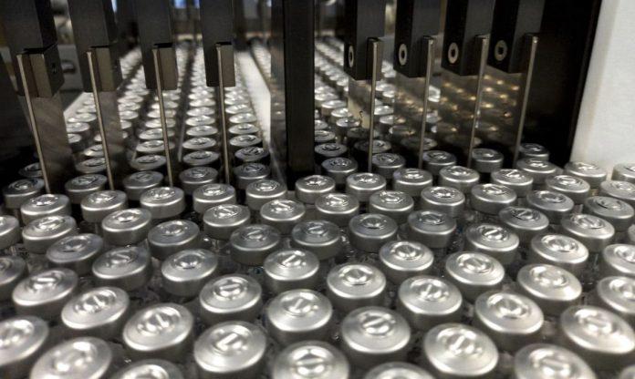 #Pracegover Foto: na imagem há frascos de vacina