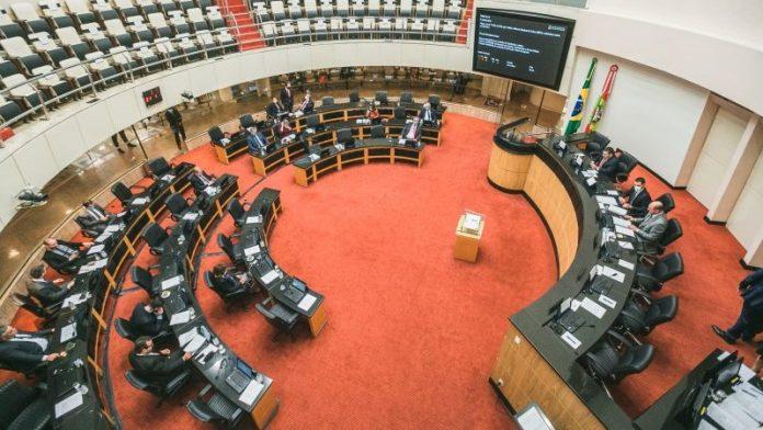 Alesc aprova piso salarial de R$ 5 mil aos professores de Santa Catarina