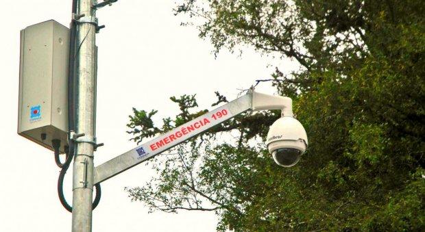 #Pracegover foto: na imagem há uma câmara de monitoramento