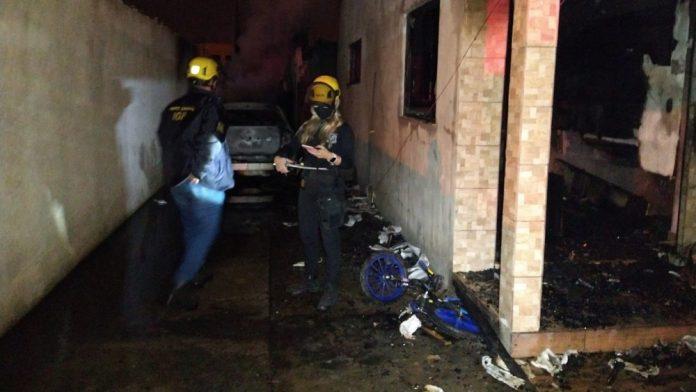 Criciúma Pai mata a filha de 13 anos a facadas e põe fogo na residência onde ela morava com a família