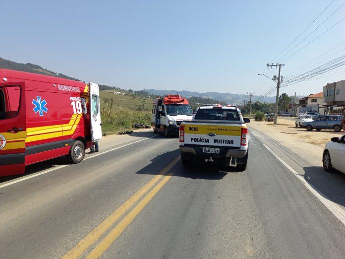 #Pracegover foto: na imagem há veículos e uma rodovia