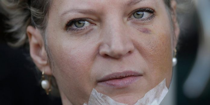#Pracegover foto: na imagem há uma mulher
