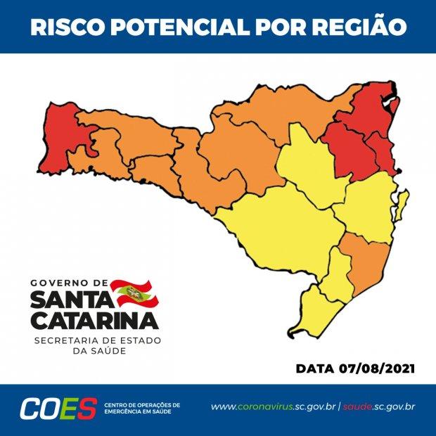 #Pracegover foto: na imagem há o mapa de risco de SC nas cores laranja, amarelo e vermelho