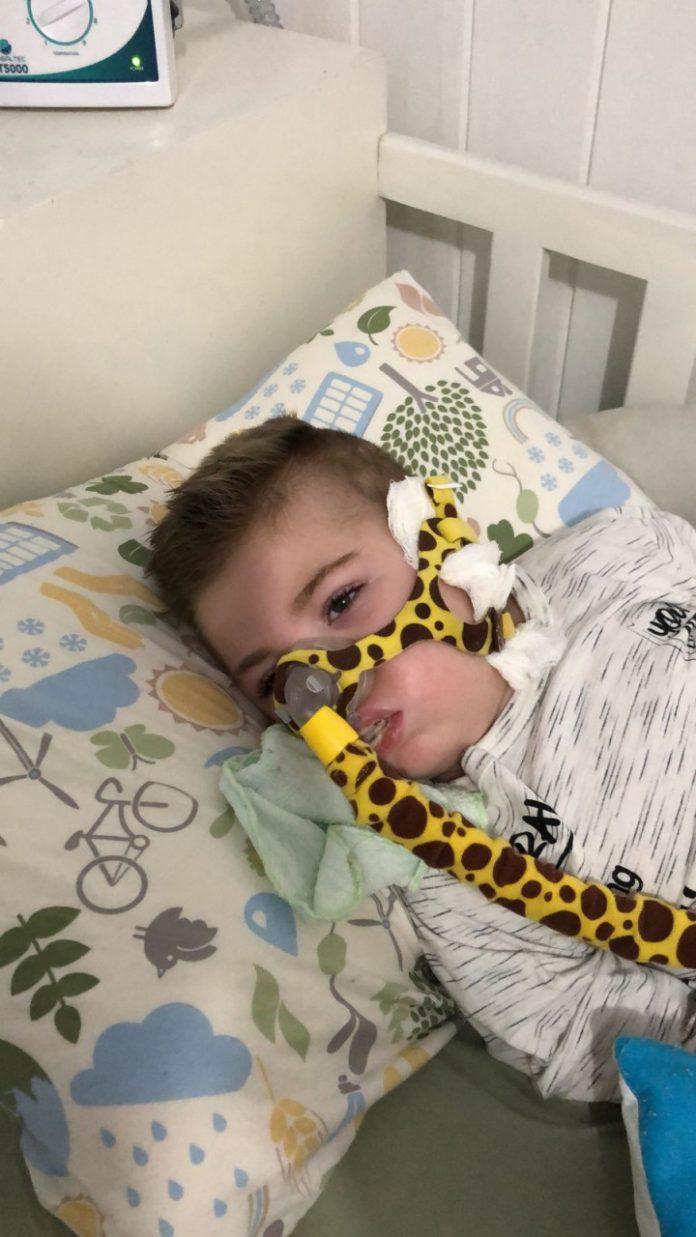 #Pracegover foto: na imagem há uma criança