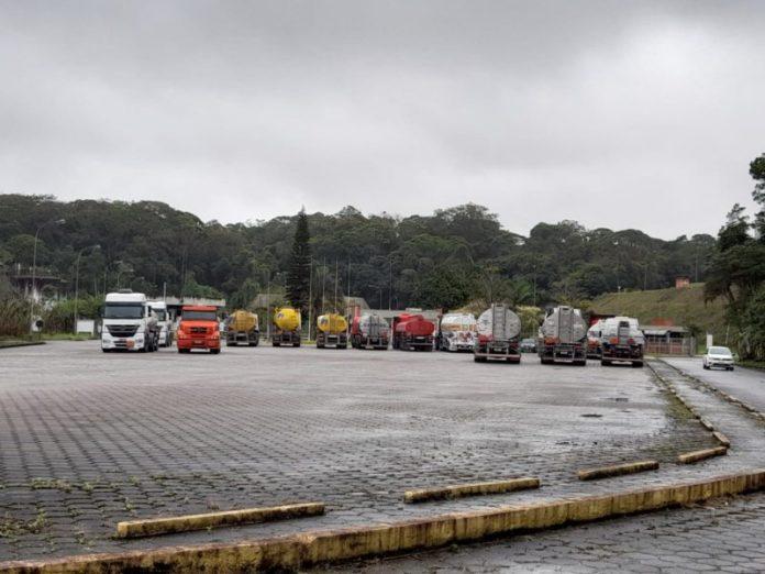 #Pracegover foto: na imagem há vários caminhões