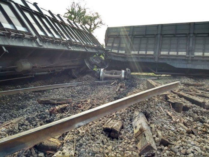 #Pracegover fotos: na imagem há vagões de trem