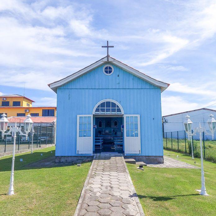 #Pracegover foto: na imagem há uma capela